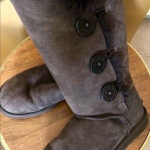EUC UGG dark brown Bailey triplet suede boots 6